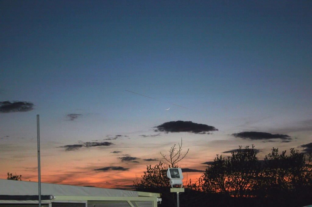 Crescent Moon, 40 27N, 23 31E, 961m, Taxiarchis, Greece, 2012